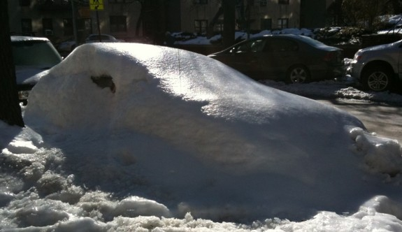 Car completely buried in the snow in NYC / Hudson Heights